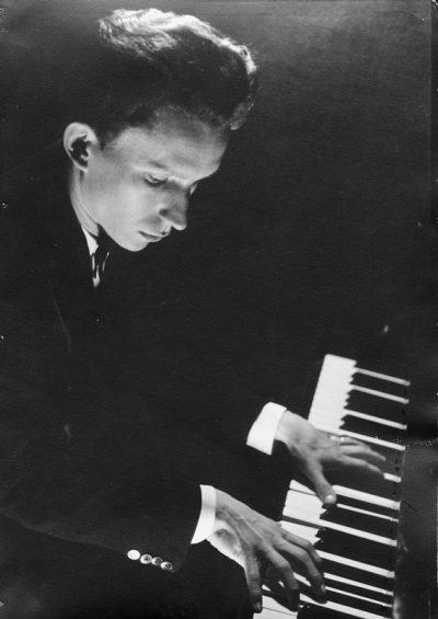"""1941 Davos-Platz, Hôtel Central: pianiste de l'orchestre des """"Swing-Kiddies"""""""