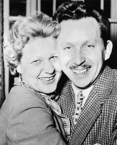 1957 Lausanne, Valombré: avec son épouse Zazielle à l'occasion du 40e anniversaire du compositeur