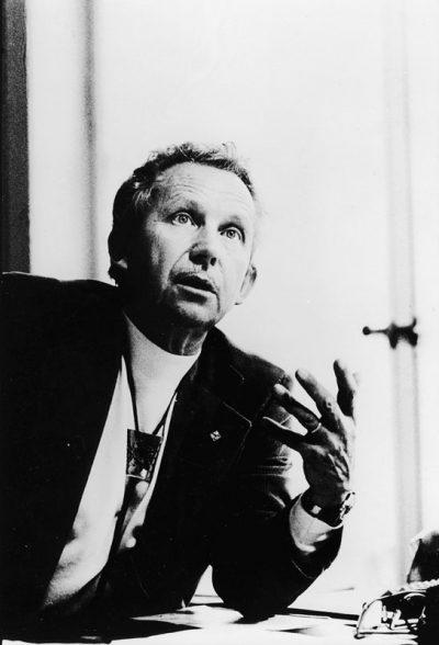 1977 R.S.R. Lausanne: le compositeur à son bureau, à l'occasion de son 60e anniversaire